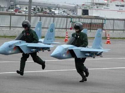 Мама сказала, что мой отец летчик-испытатель